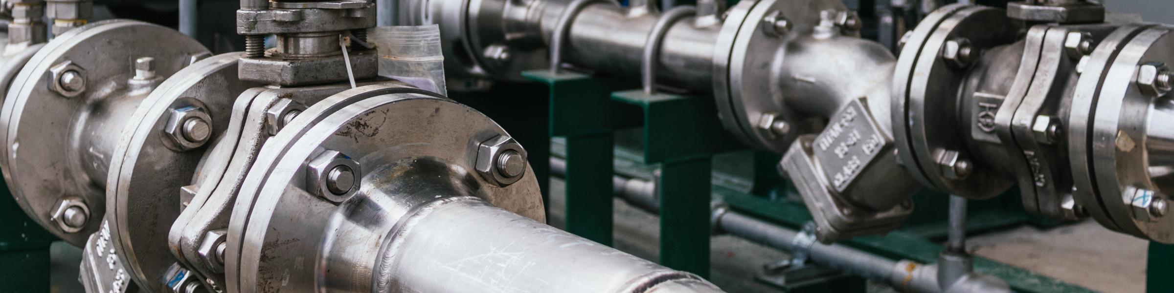 tuberías metalicas, bomba de agua